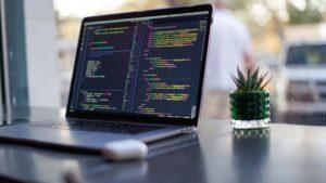 想自學Python開發人工智慧不是夢!因為50歲的他真的做到了!